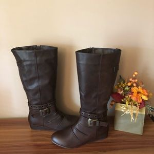 NWT BROWN TALL WEDGE BOOTS 7.5